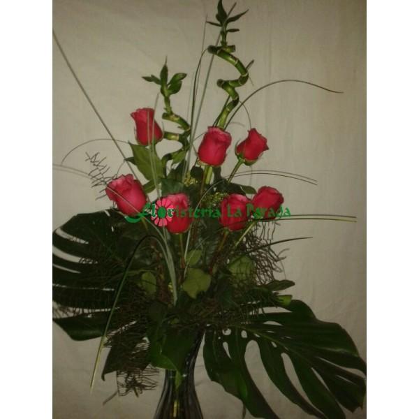 Ramo Diseño 7 Rosas Rojas